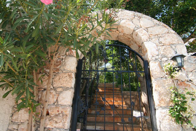 Stone arched entrance to Villa Paramelle holiday rental